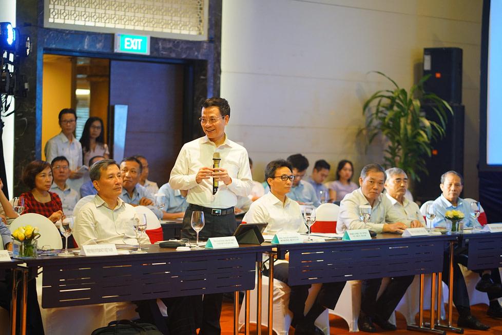 Bộ trường Bộ TTTT Nguyễn Mạnh Hùng phát biểu