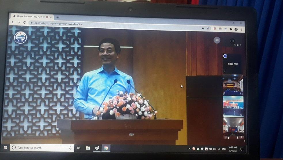 Bộ trường Thông tin truyền thông trong cuộc họp trực tuyến tại Tây Ninh