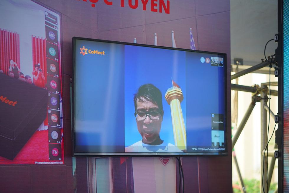 Demo họp trực tuyến từ văn phòng Bộ TTTT với điểm cầu tại đảo Lý Sơn